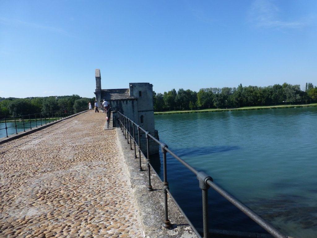 Vista del Puente de Avignon hacia Villeneuve des Avignon