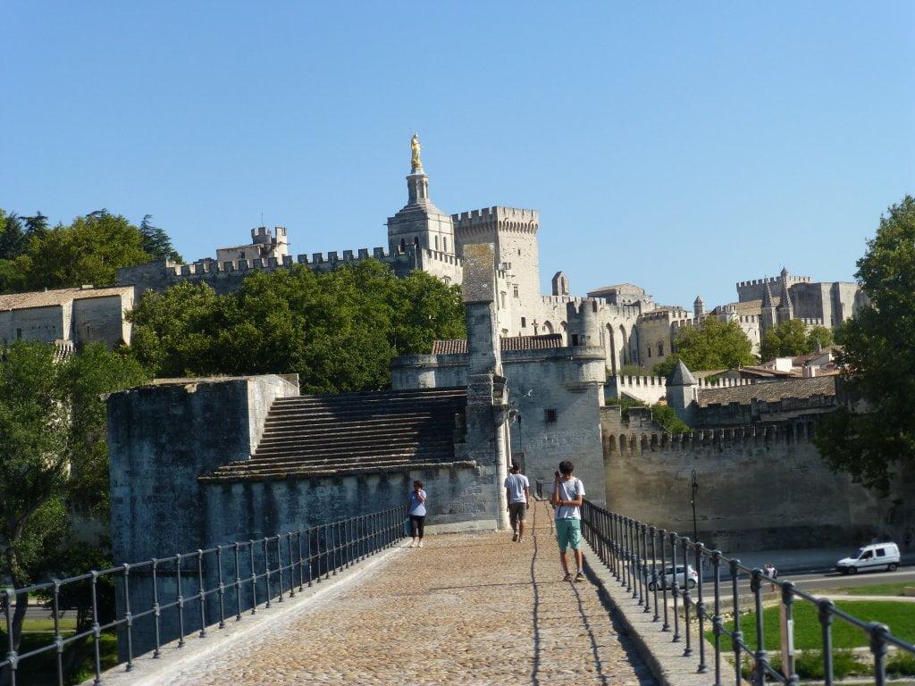 Vista del Puente hacia el centro de Avignon - Puente de Avignon