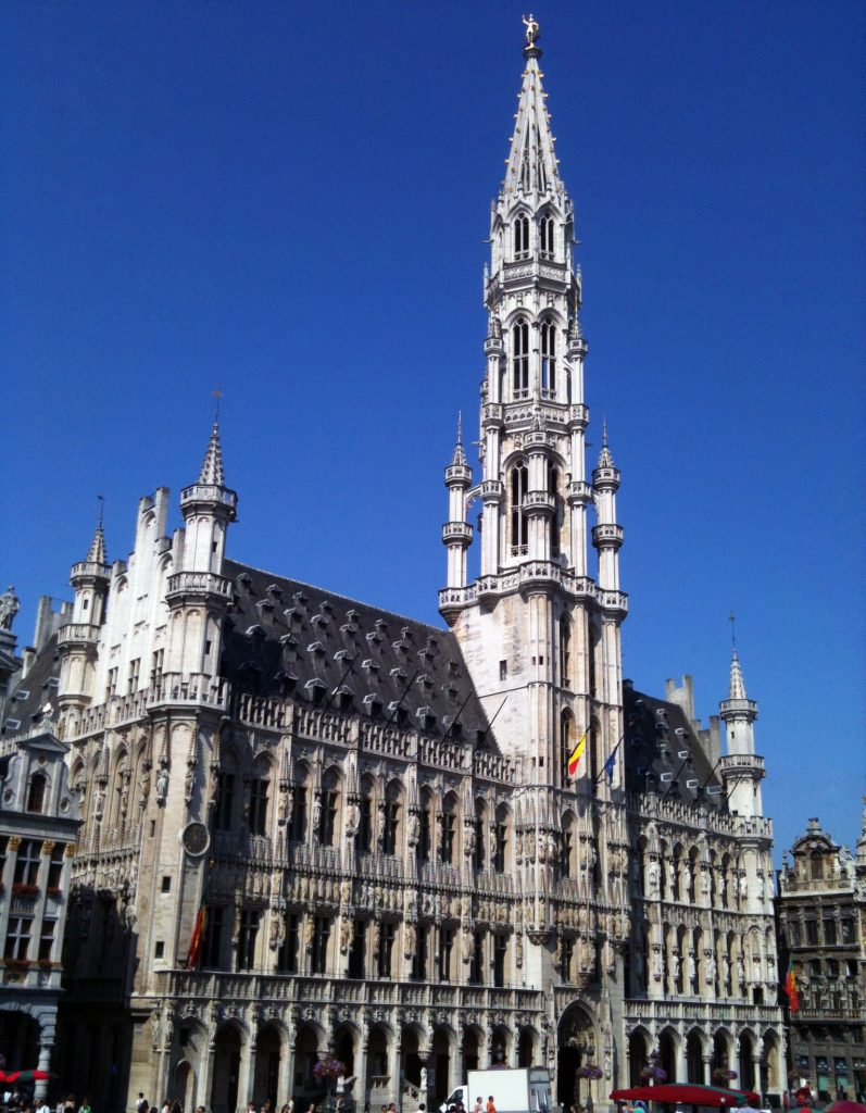 Ayuntamiento en la Grand Place de Bruselas