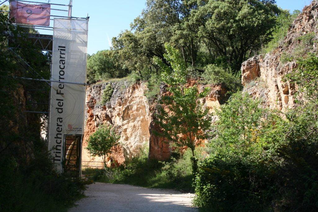 Entrada a la Trinchera del Ferrocarril - visitar Atapuerca
