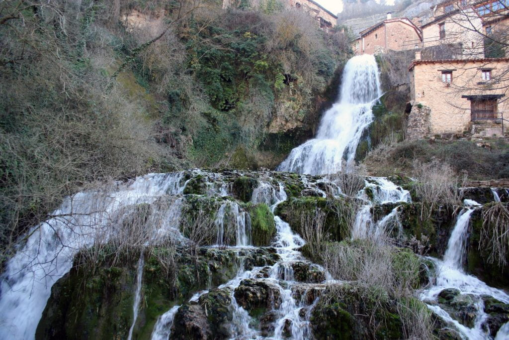 Cascada de Orbaneja del Castillo - ruta por el cañón del Alto Ebro en Burgos
