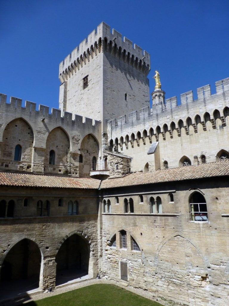 Claustro del palacio - Palacio de los Papas de Avignon