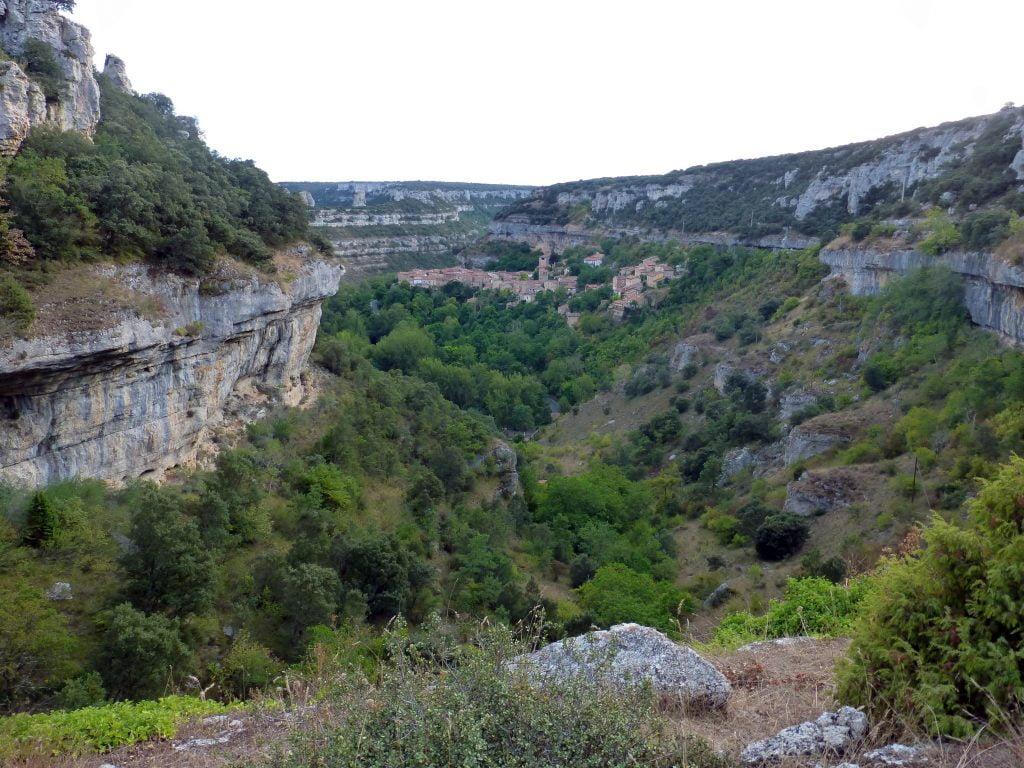 Saliendo de Orbaneja del Castillo - ruta por el cañón del Alto Ebro en Burgos