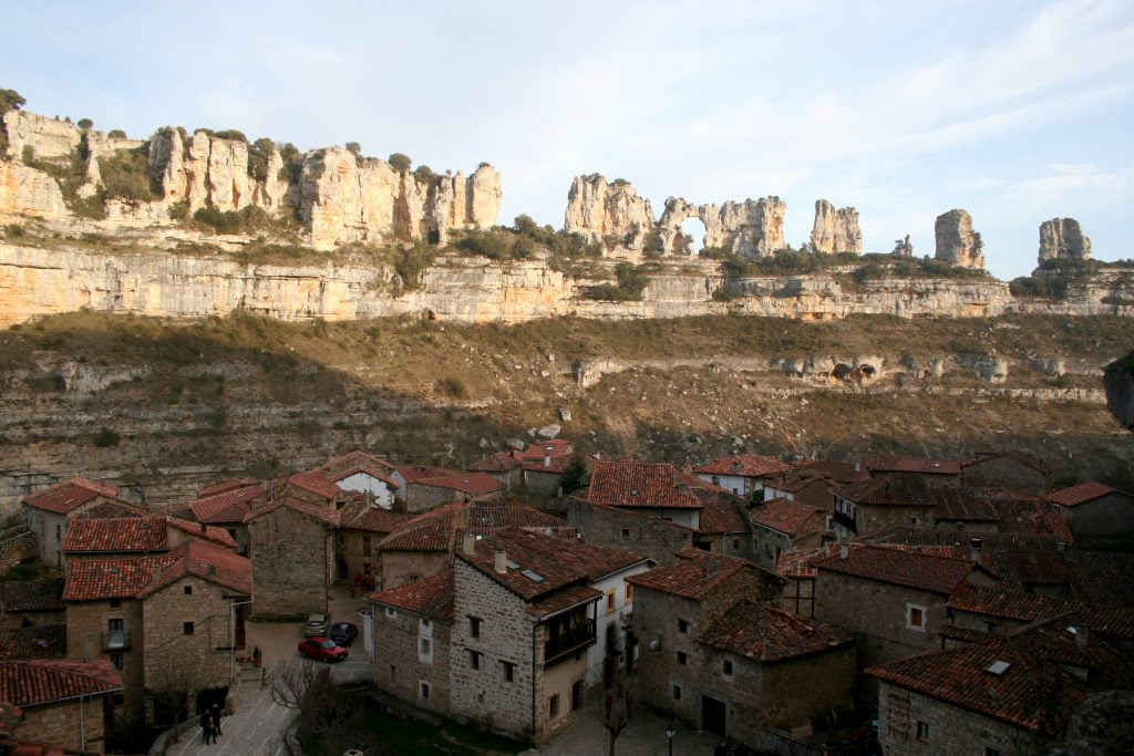Vista de Orbaneja del Castillo - ruta por el cañón del Alto Ebro en Burgos