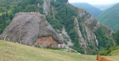 Cabaña de teito - Rutas desde Valle de Lago