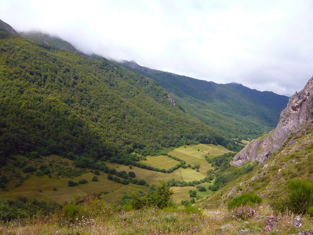 Hacia Coto de Buenamadre - Rutas desde Valle de Lago