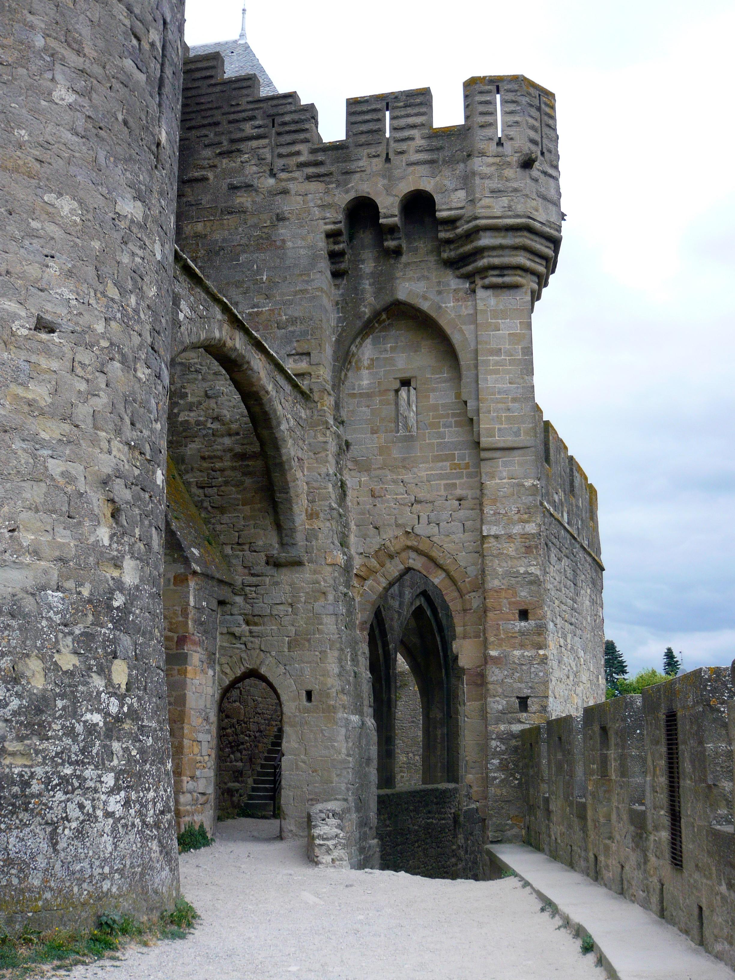 Puerta y Torre de San Nazario