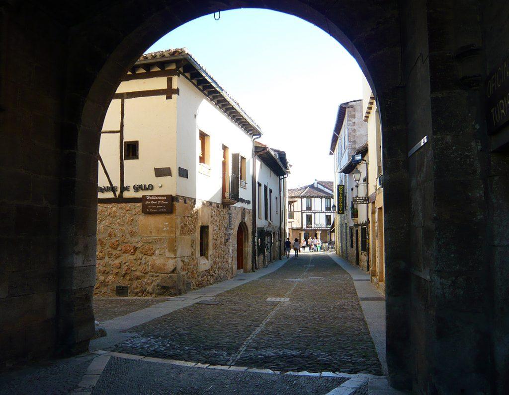 Entrada a la Villa de Covarrubias