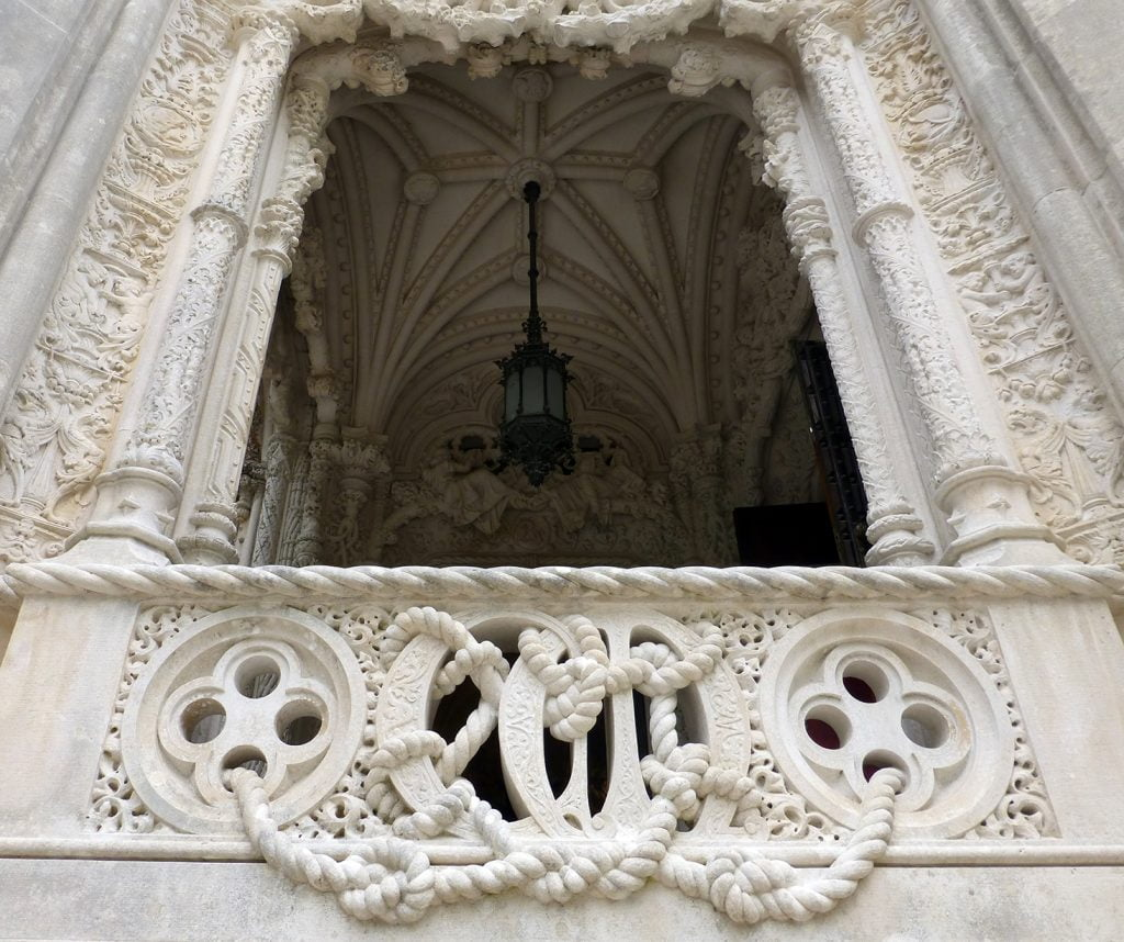 Detalle del porche del Palacio - visitar la Quinta da Regaleira