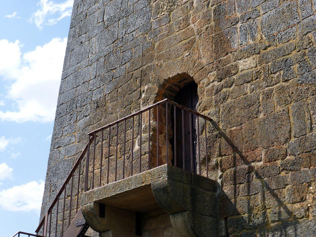 Puerta de acceso al Torreón de Fernán González