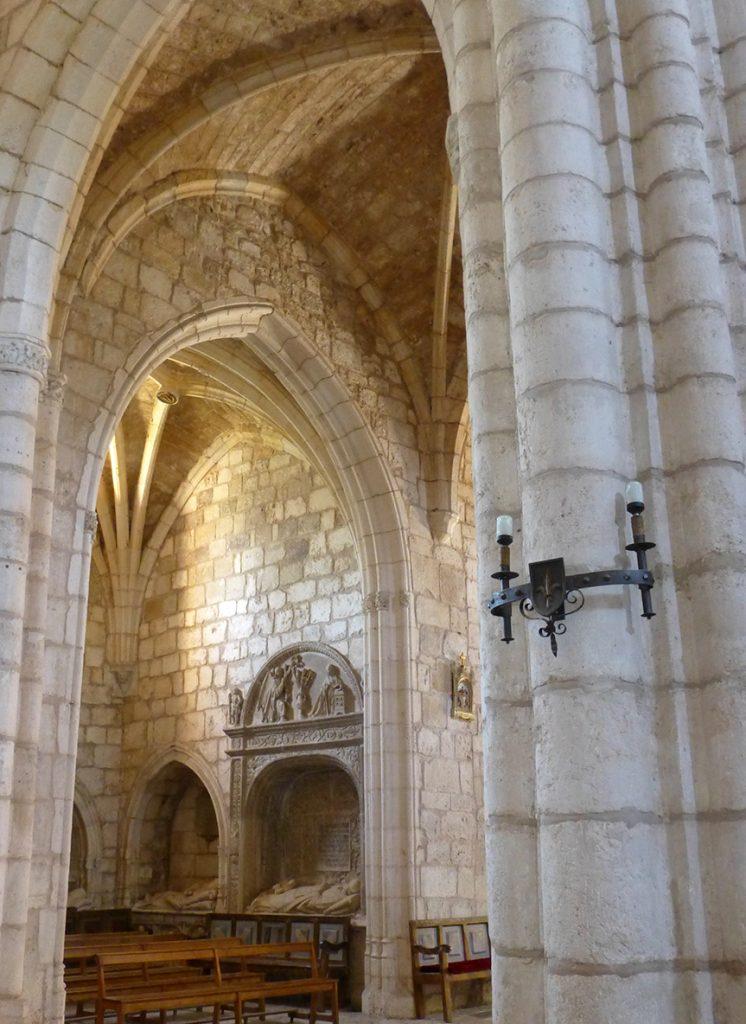 Interior de la Iglesia de la Colegiata de San Cosme y San Damián de Covarrubias