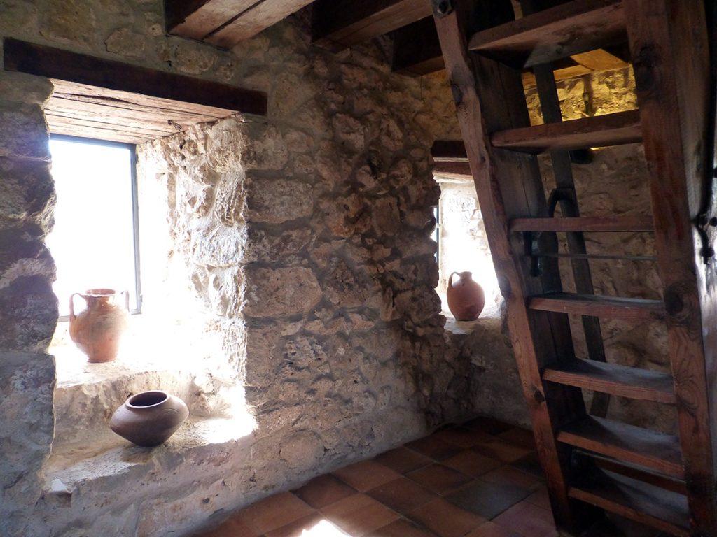 Interior del Torreón con escalera de acceso al piso superior