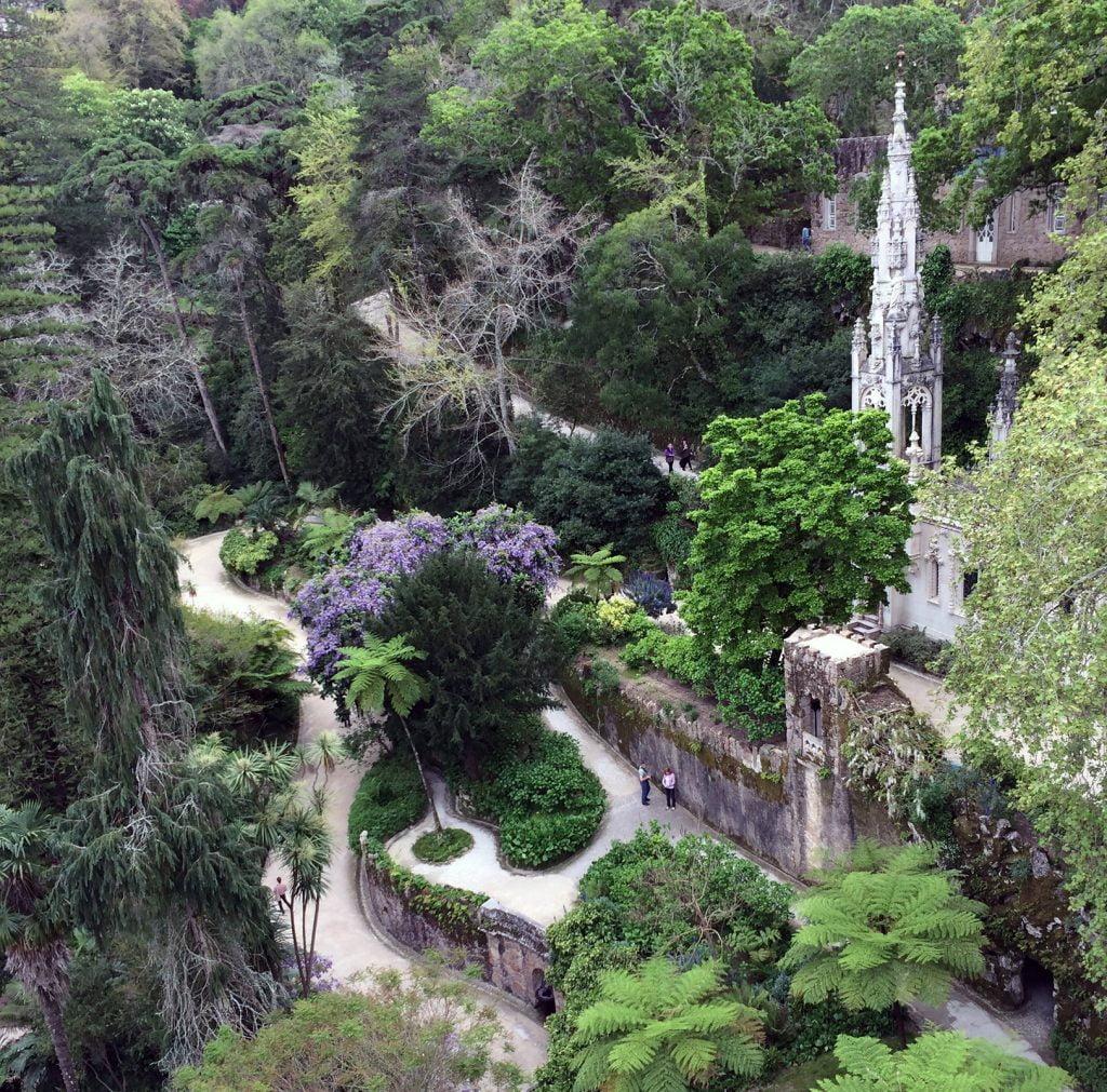 Vista del jardín desde el Palacio - visitar la Quinta da Regaleira