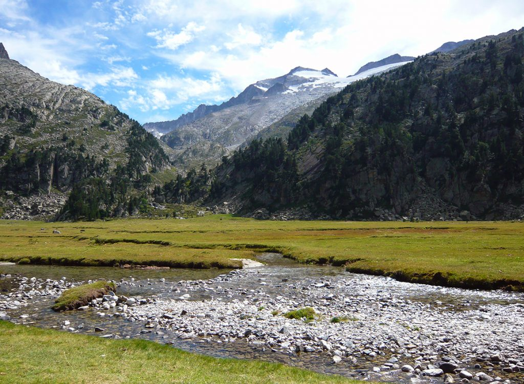 Plan d´Aiguallut. Al fondo el Pico Aneto y su glaciar - Valle de Benasque