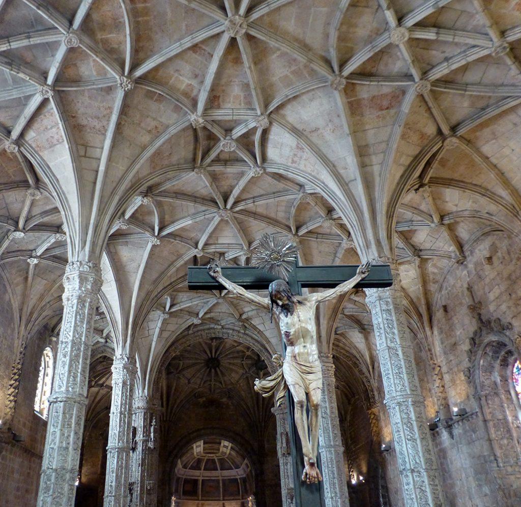 Vista de la bóveda de la iglesia, desde el coro - Monasterio de los Jerónimos de Lisboa