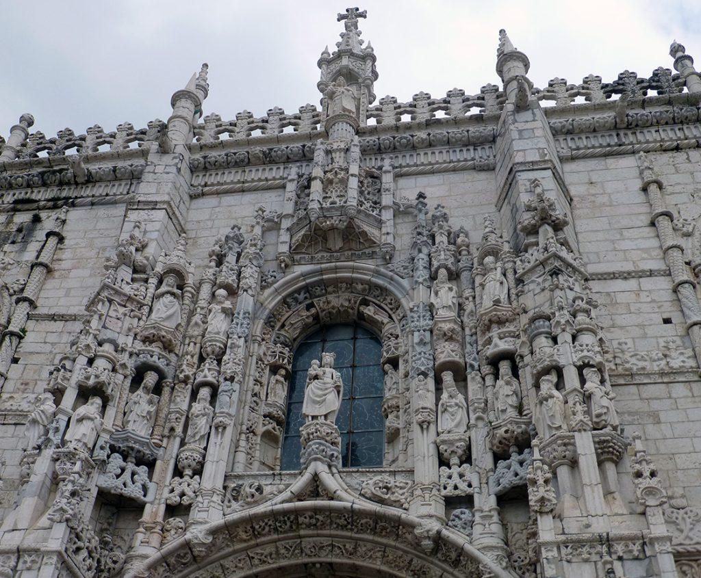 Imagen de Nuestra Señora de Belém en la Portada Sur - Monasterio de los Jerónimos de Lisboa