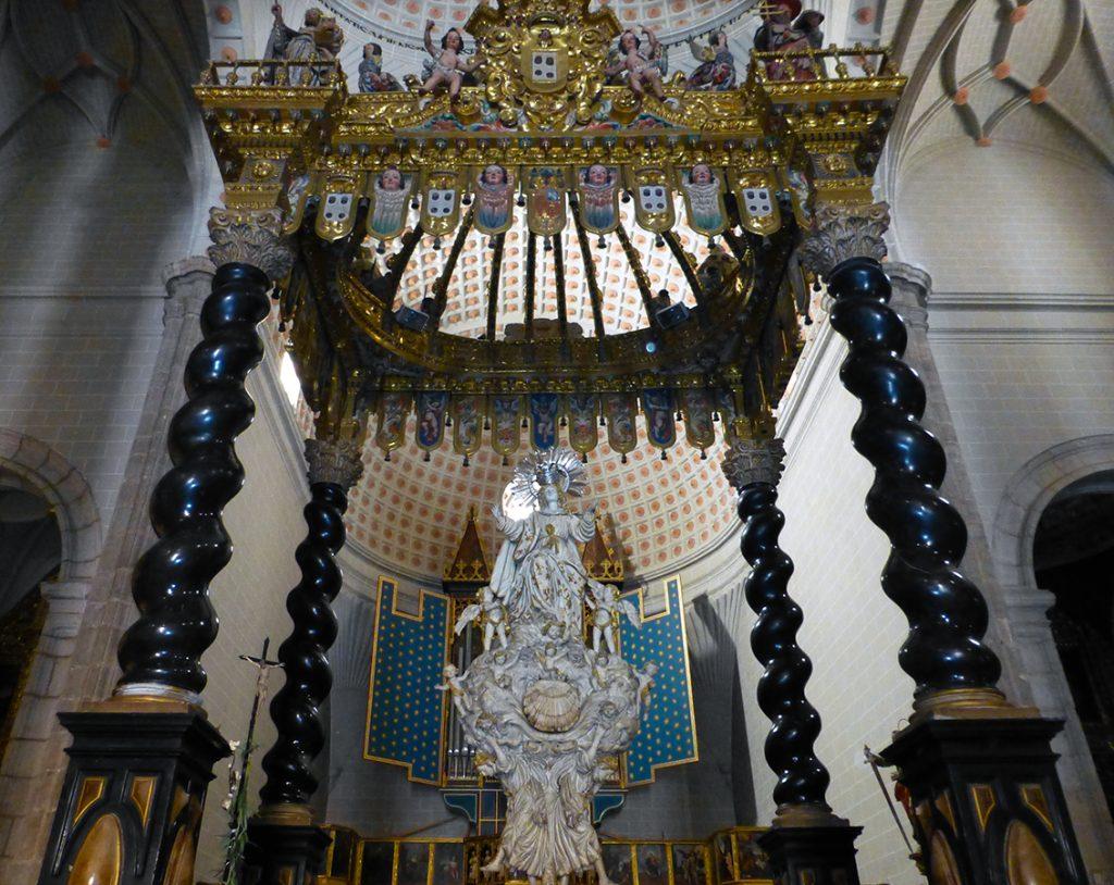 Baldaquino barroco dedicado a la Asunción de Nuestra Señora