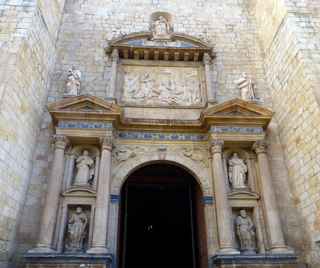Portada renacentista de la iglesia de Santa María de los Sagrados Corporales de Daroca