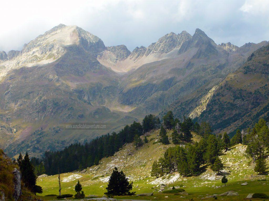 Algunas cimas superan los 3000 m de altura en la ruta al Forau d´Aigualluts