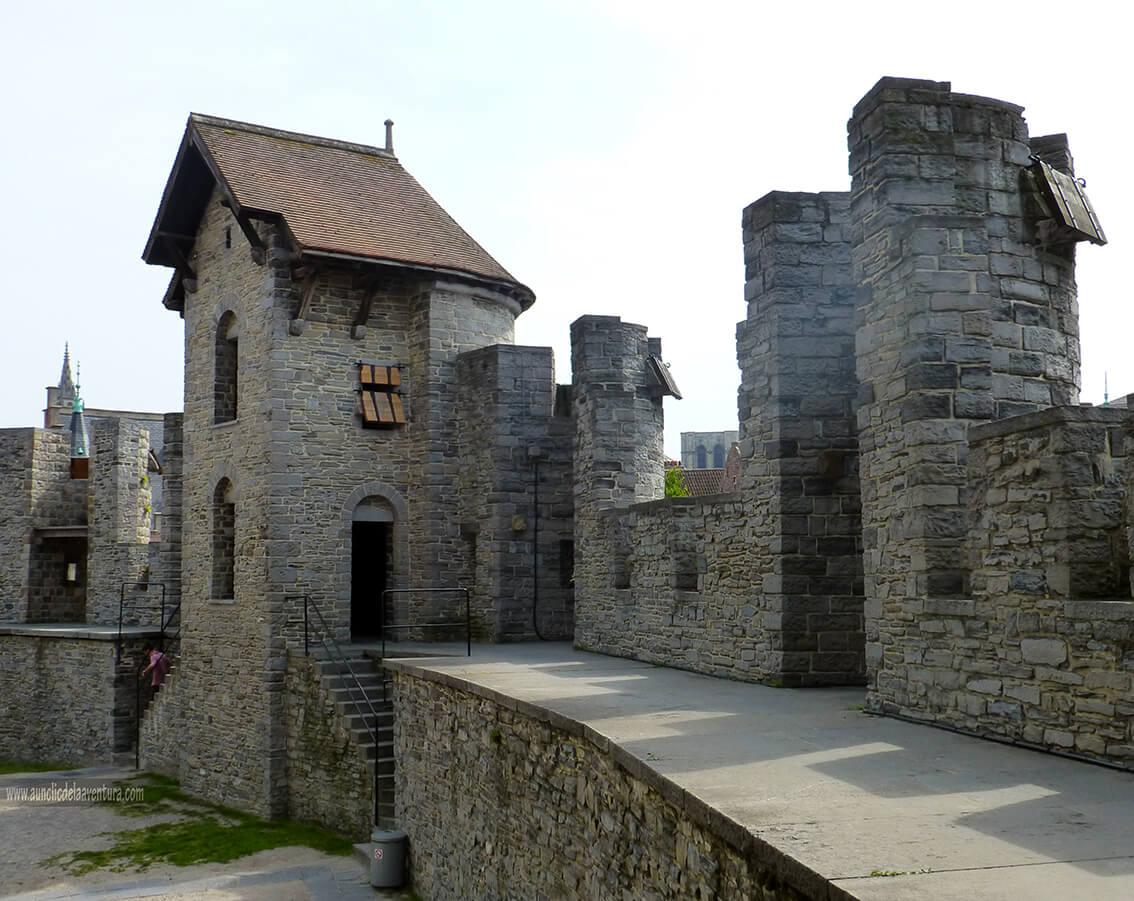 Camino de ronda del Castillo de Gante - visitar el castillo de Gante