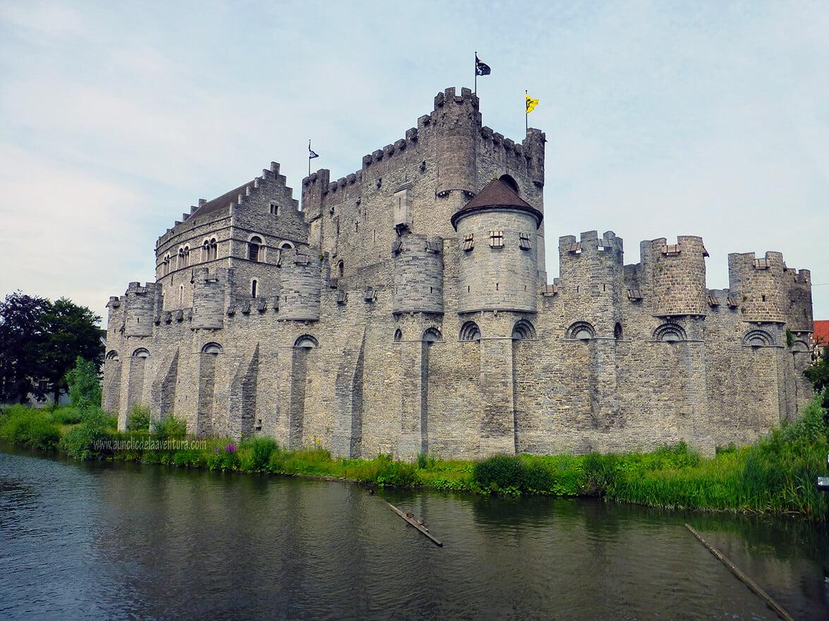 El Castillo de los Condes de Flandes en Gante, un castillo que vino de las Cruzadas