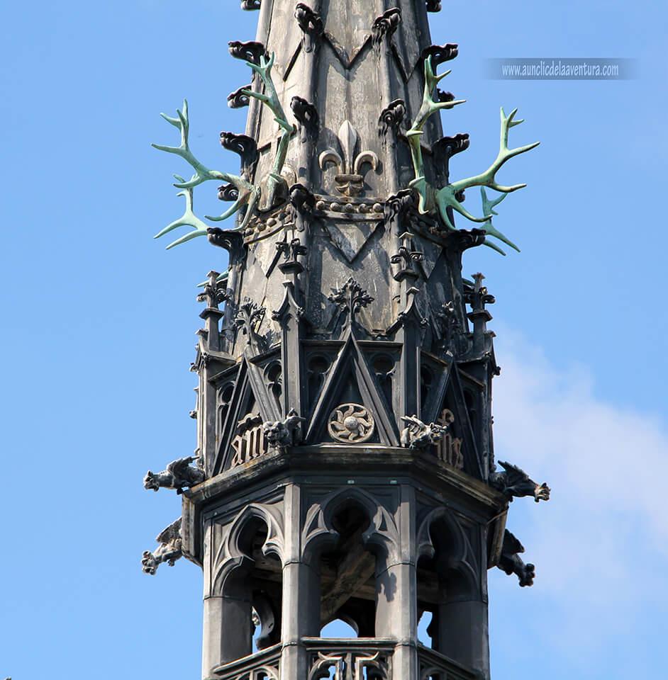 Decoración de cuerno de ciervo en honor a San Huberto en el Castillo Real de Amboise
