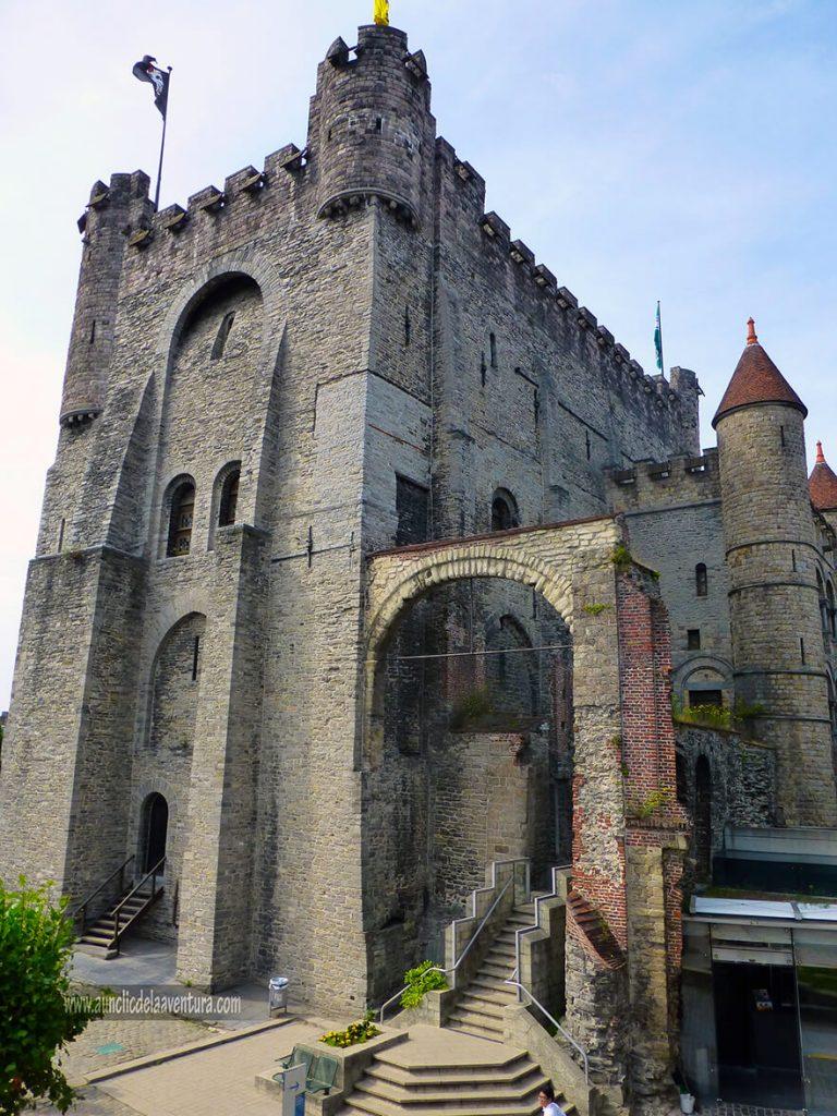 Entrada al interior del Castillo - Visitar el castillo de Gante