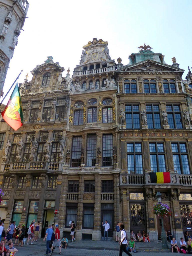 Casas llamadas el Zorro, el Cuerno y la Loba en la Grand Place de Bruselas