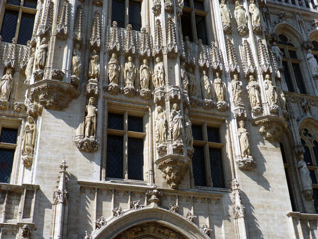 Detalle del Ayuntamiento de la Grand Place de Bruselas