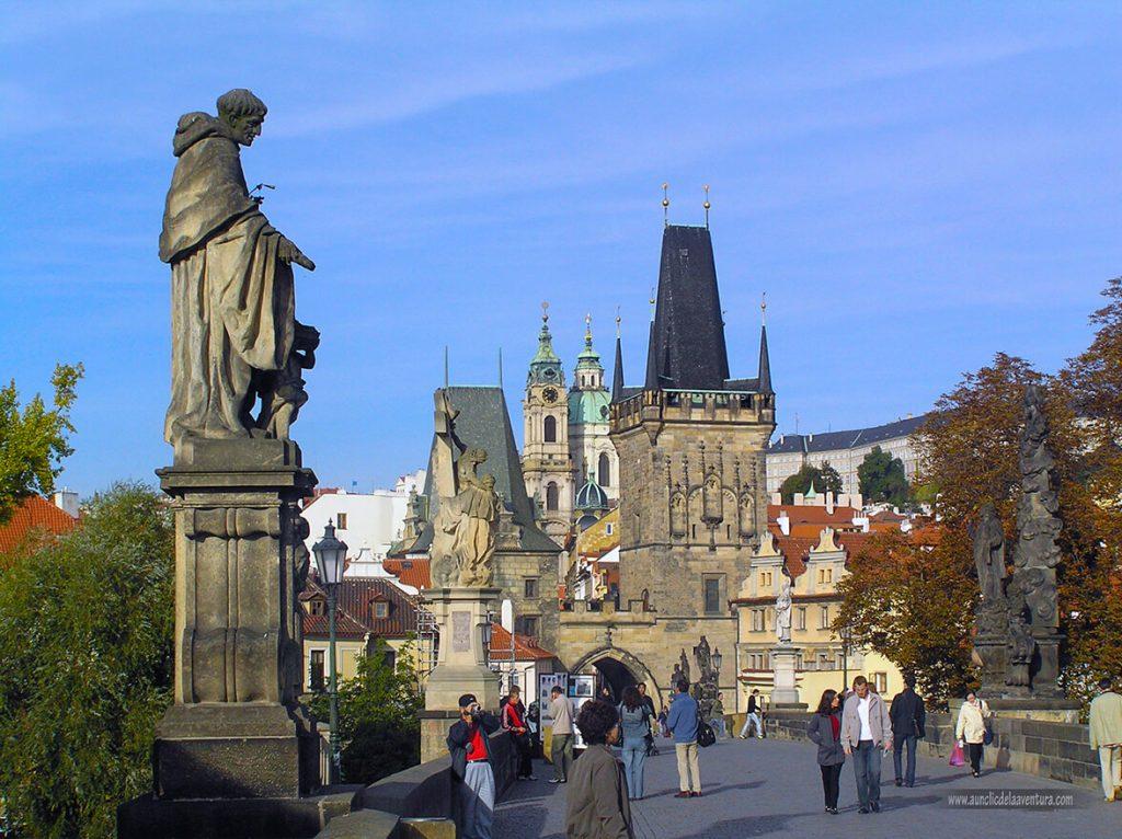 Puente de Carlos IV hacia Malá Strana - qué ver en el barrio de Malá Strana de Praga
