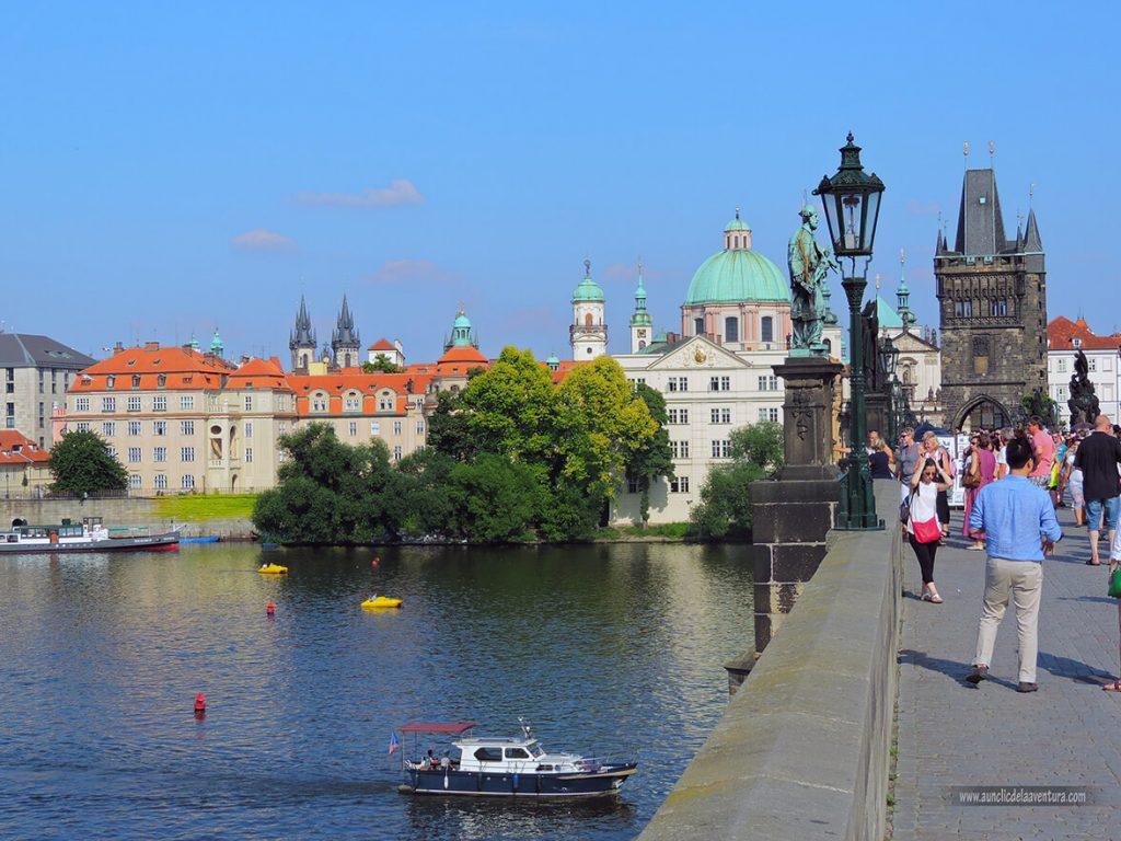 Río Moldava y Puente de Carlos IV hacia la Ciudad Vieja - qué ver en el barrio de Malá Strana de Praga