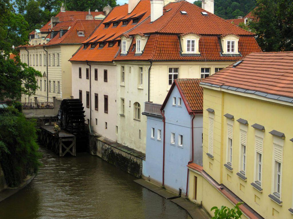 Rueda del molino del Gran Priorato en el Certovka - qué ver en el barrio de Malá Strana de Praga