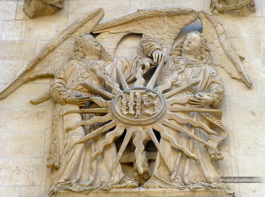Sol radiante de San Bernardino- Portada del Sarmental, el claustro y la Capilla de los Condestables de la Catedral de Burgos