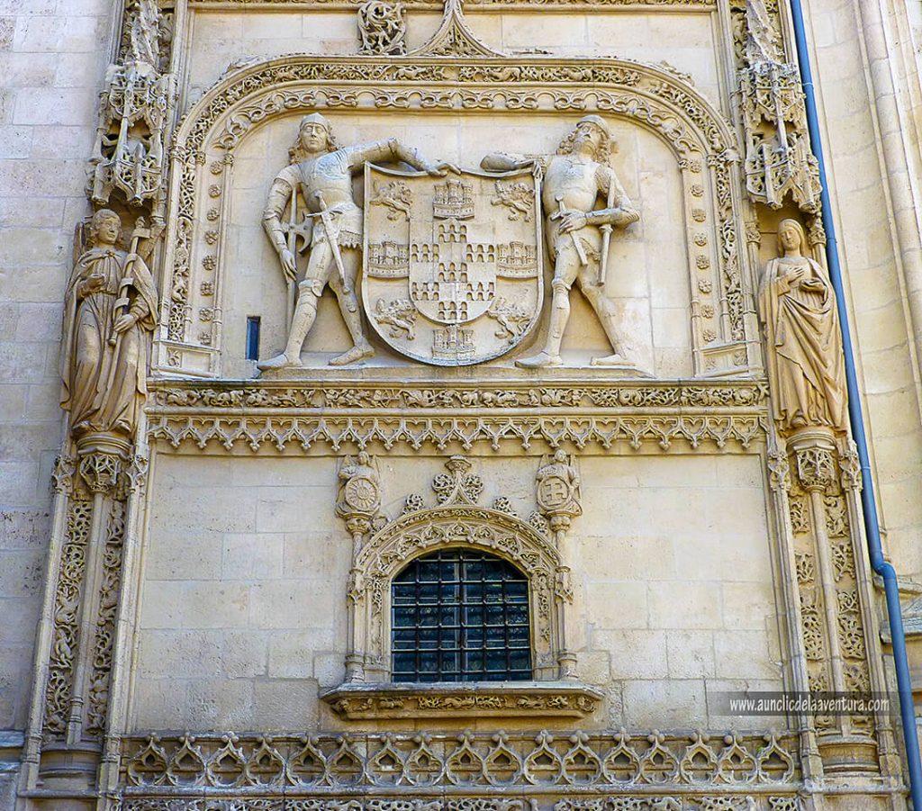 Exterior de la Capilla de los Condestables- Portada del Sarmental, el claustro y la Capilla de los Condestables de la Catedral de Burgos