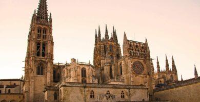 Portada del Sarmental, el claustro y la Capilla de los Condestables de la Catedral de Burgos