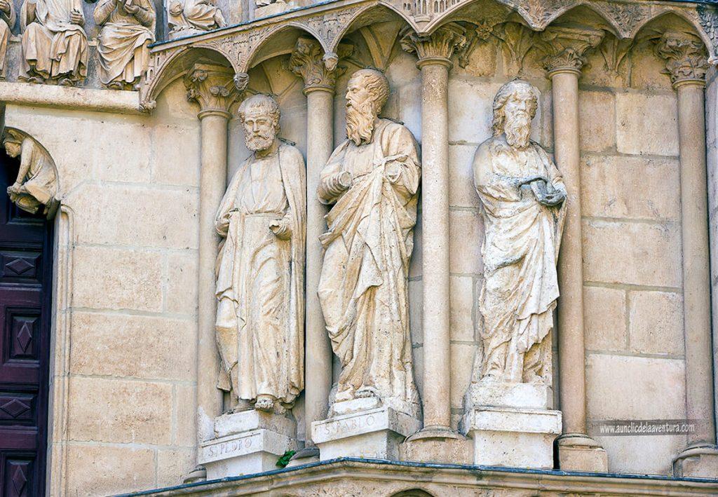 Figuras Portada del Sarmental - Portada del Sarmental, el claustro y la Capilla de los Condestables de la Catedral de Burgos