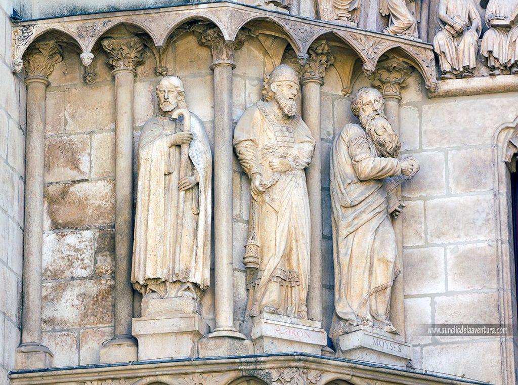 Figuras Puerta del Sarmental - Portada del Sarmental, el claustro y la Capilla de los Condestables de la Catedral de Burgos