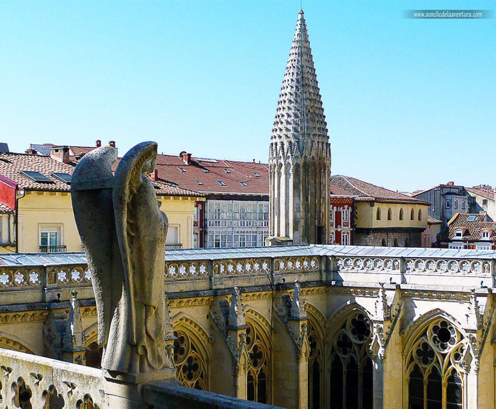 Parte superior del claustro- Portada del Sarmental, el claustro y la Capilla de los Condestables de la Catedral de Burgos