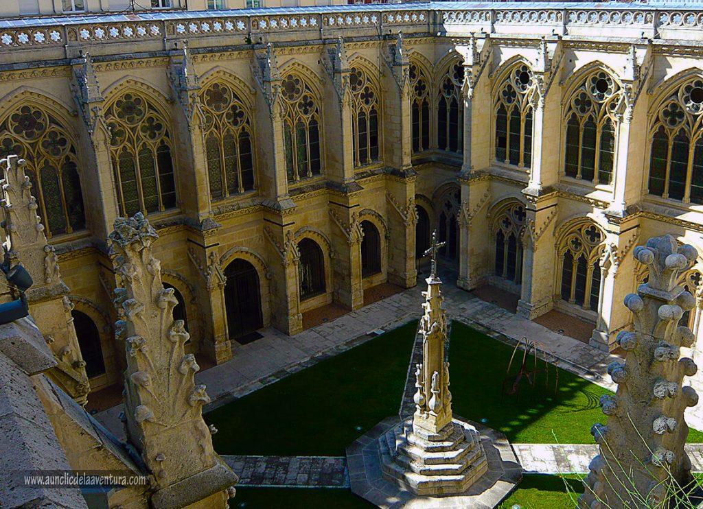Claustro- Portada del Sarmental, el claustro y la Capilla de los Condestables de la Catedral de Burgos