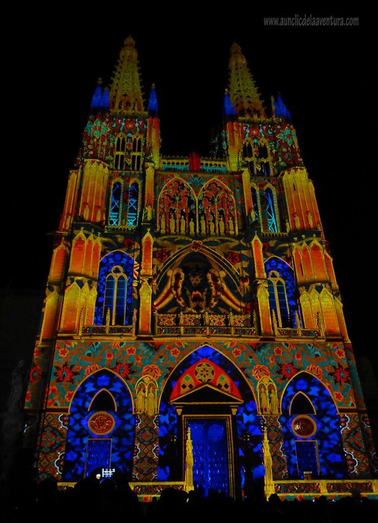 Mapping de la Catedral en la Portada de Santa María de la Catedral de Burgos