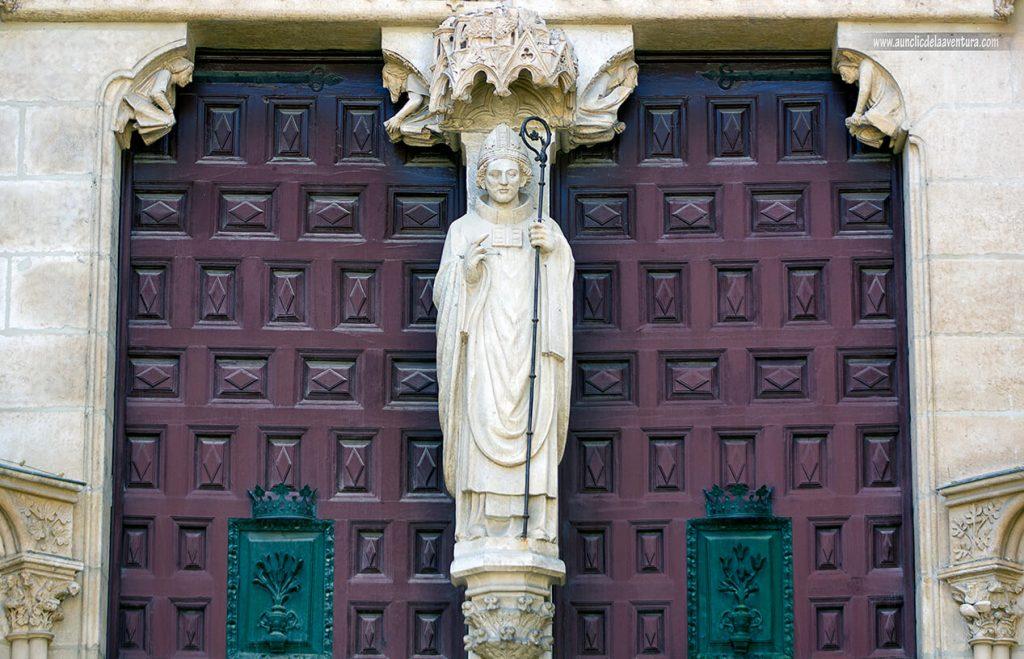 Obispo San Mauricio - Portada del Sarmental, el claustro y la Capilla de los Condestables de la Catedral de Burgos