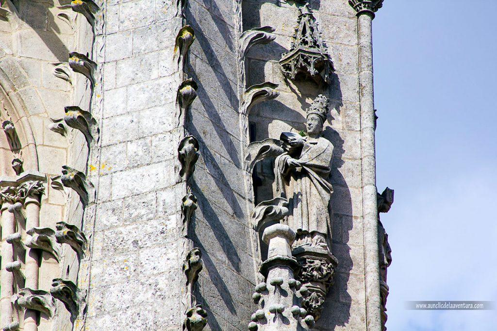 Obispo Luis de Acuña en la Portada de Santa María de la Catedral de Burgos