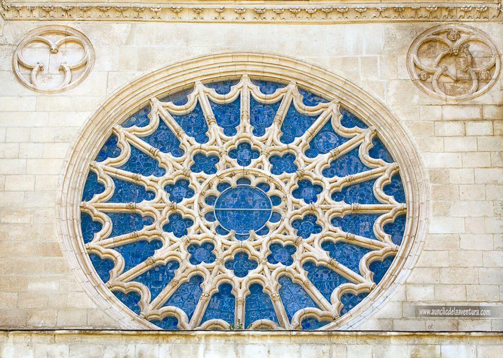 Rosetón - Portada del Sarmental, el claustro y la Capilla de los Condestables de la Catedral de Burgos