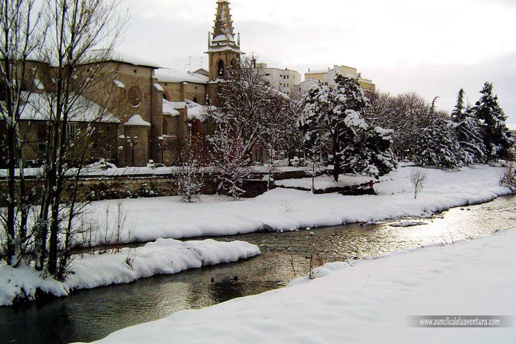Río Arlanzón e Iglesia de la Merced con nieve