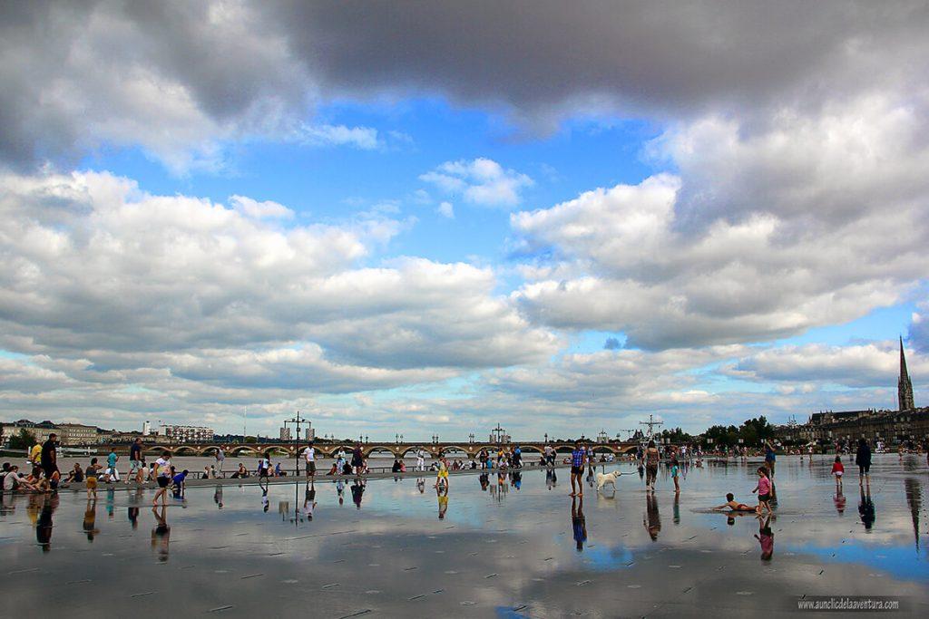 El Miroir d'Eau o Espejo de Agua de la Place de la Bourse de Burdeos