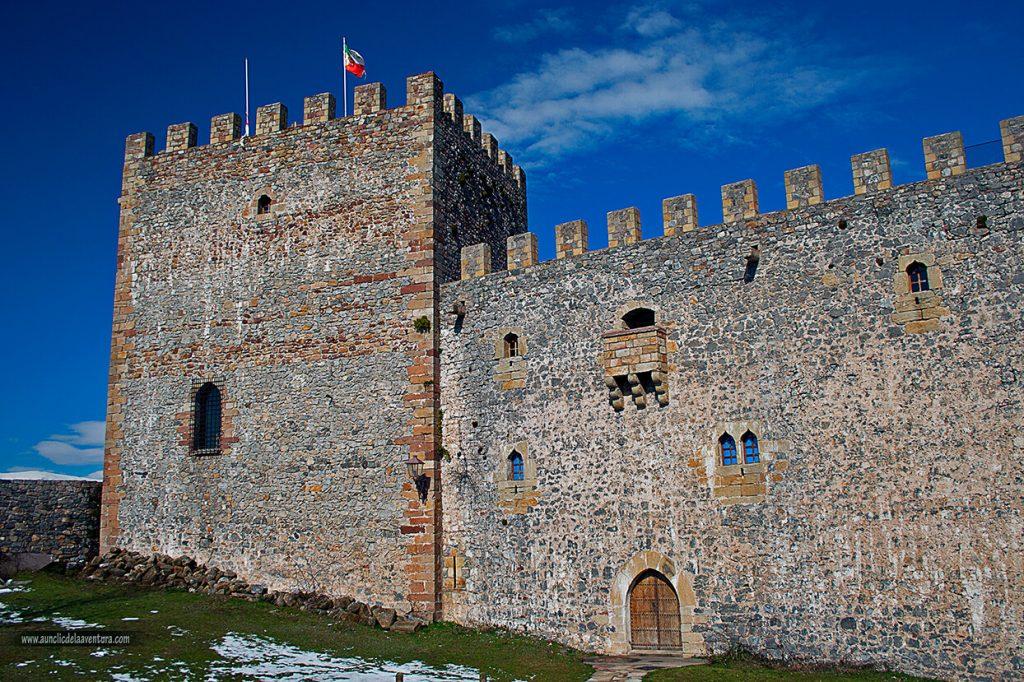 Exterior del Castillo de Argüeso - que ver en la Comarca de Campoo