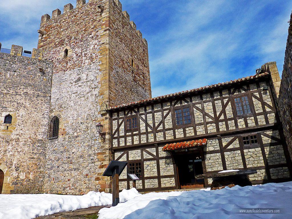 Interior del Castillo de Argüeso - que ver en la Comarca de Campoo