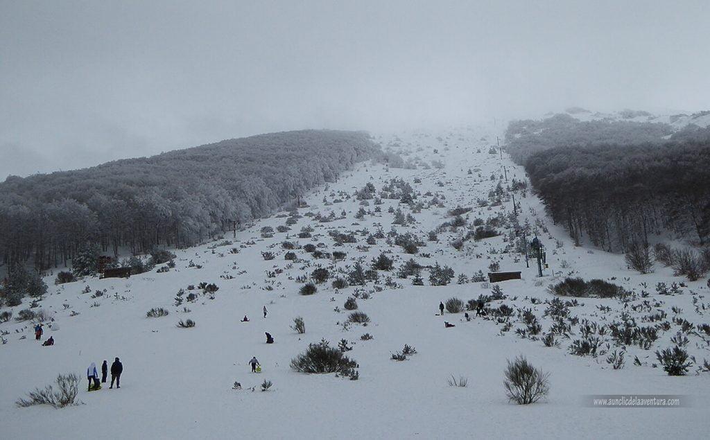 Pista de la antigua estación de esquí Valle del Sol - nieve en Pineda de la Sierra