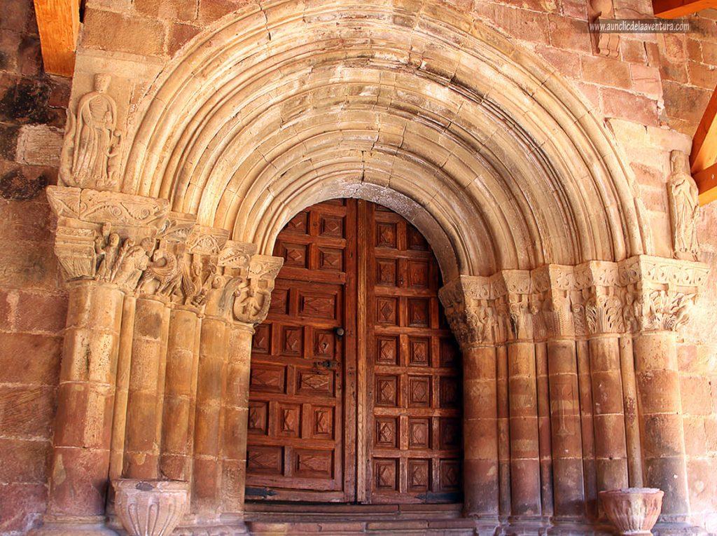 Portada de la Iglesia de San Esteban de Pineda de la Sierra