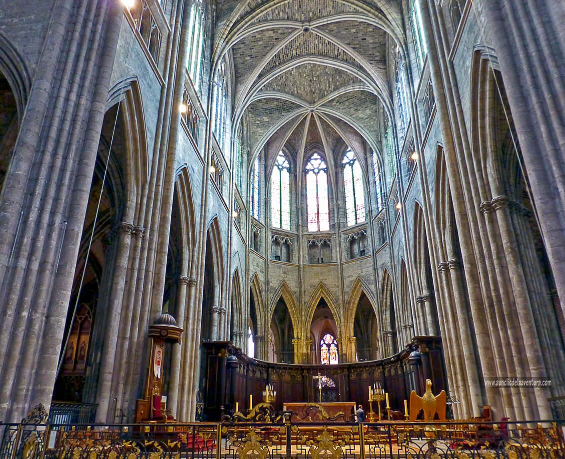 Interior de la Catedral de Saint-André